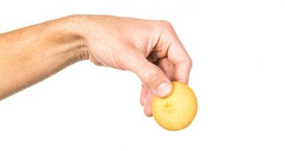 生姜を持つ手